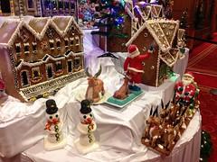 dessert(0.0), gingerbread house(1.0), christmas decoration(1.0), christmas(1.0),