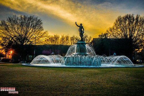 sunset water fountain statue georgia lafayettesquare lagrange troupcounty thesussman downtownlagrange sonyalphadslra550 sussmanimaging