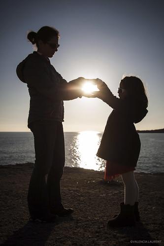 sea sun mer france church backlight canon french happy soleil child mother paca carro provence enfant plage eglise contrejour saintecroix 5dmark2 lacourone