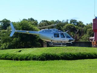 Helicóptero que sobrevuela las Cataratas de Iguazú