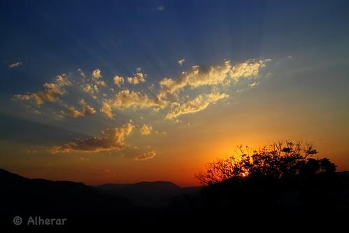 sky naturaleza mountains sol azul clouds atardecer lights rojo nubes puebla rayos altfoto