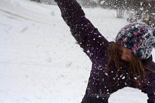Snowball fight-2