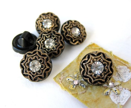 vintage buttons by Bumbershoot Designs