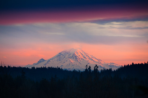 seattle sunset mountain clouds landscape volcano washington cloudy mountrainier sunsetglow wa bainbridgeisland washingtonstate canon70200mm focuswhatsthat telextender canon5dmk2 garretveley topazdetail cloudsthatarecool promotecontrol insanecolorfrenzy