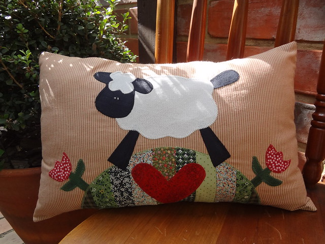 Almofada linda de ovelha...........