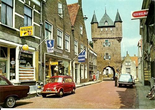 hattem - kruisstraat met dijkpoort by hansaviertel