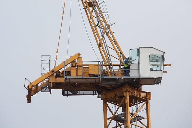 Tower Crane Fails : Crane collapses as it fails to take the strain at