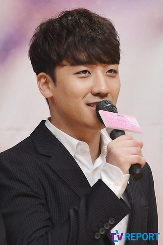 seungri_angel_eyes_press_conference_140403_016