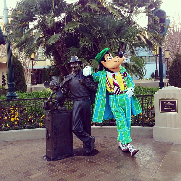 Goofy looking very dapper this morning. #tinkhalfmeetup