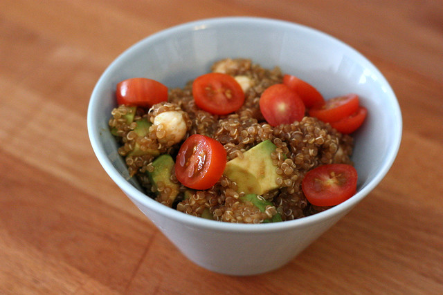 Quinoa, avocado and tomato salad, brinnertime.com