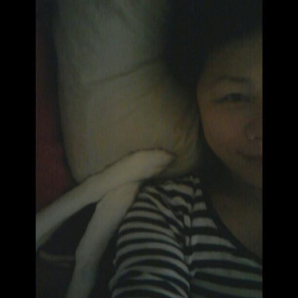 20130208 早上一直叫我起床弄飯給她吃的雙腳。