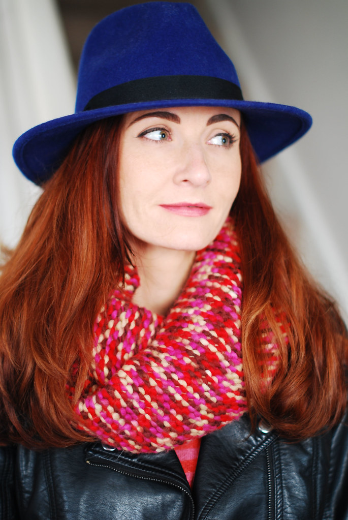 Blue fedora & knitted snood