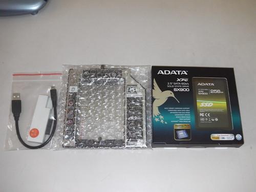 01_SSD與第二硬碟盒與光碟外接線