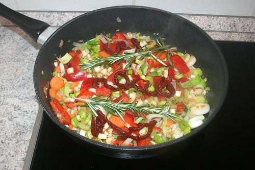 45 - Rosmarin & Tomatenmark hinzufügen