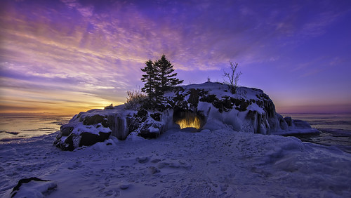 winter snow ice minnesota sunrise landscape day northshore cave pinksky mn lakesuperior seaarch tombolo grandportage hollowrock bryanhansel blinkagain