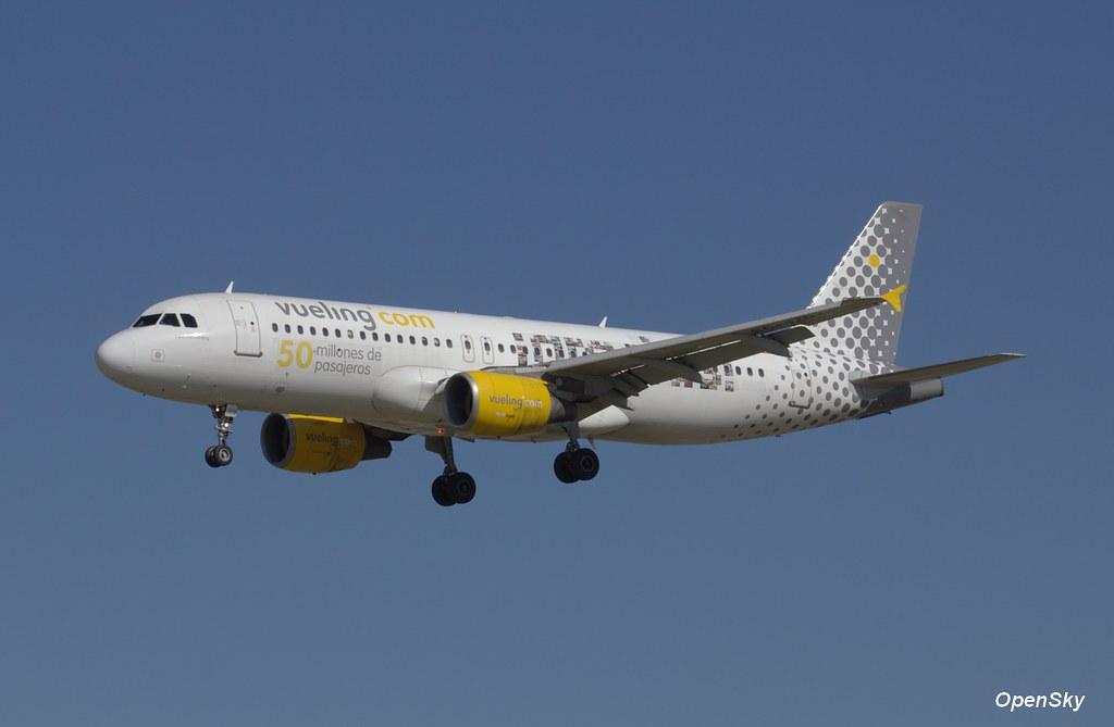 Vueling Airbus A320-214 EC-JZQ (cn 992)
