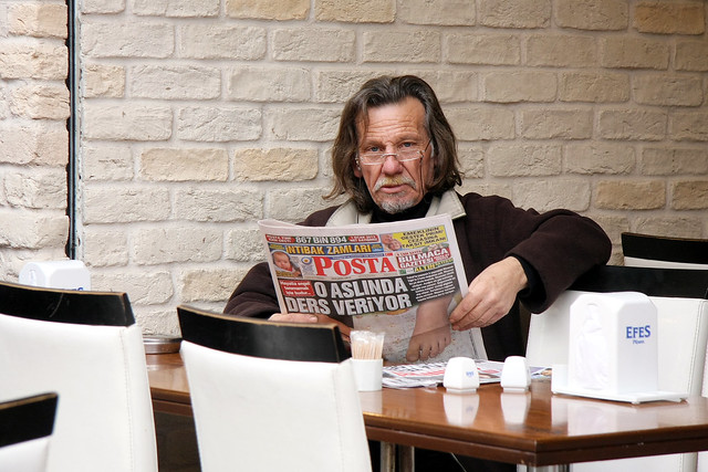A man at a cafe, Kadikoy, Istanbul, Turkey カドゥキョイ、カフェにいた男性