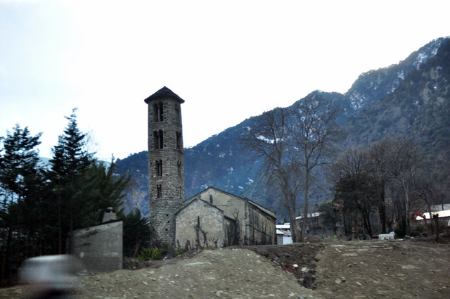 La arquitectura antigua de Andorra es uno de los grandes atractivos del país, donde podemos encontrar torres como ésta con cientos de años de antigüedad. Andorra, #experiencia mucho más que nieve - 8581171868 b56a6fe0f5 z - Andorra, #experiencia mucho más que nieve