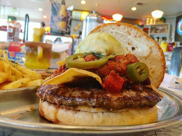 わくわくするほどアメリカンなお店でハンバーガー〜K's Pit(名鉄知多半田)〜