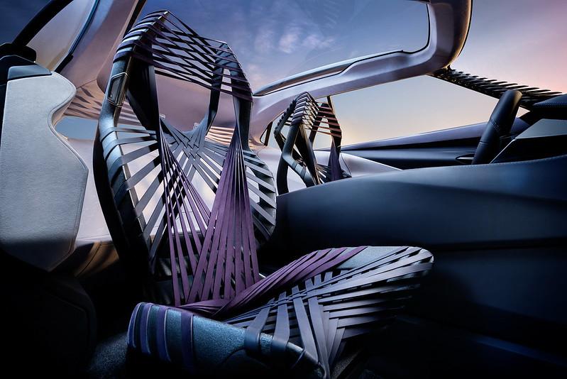 Панорамная крыша Lexus UX