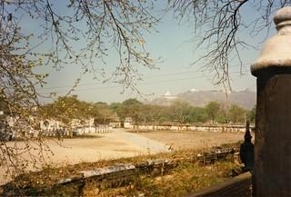 "Mandalay, 1986. Vista parcial del Atumashi Kyaung (el ""Monasterio Incomparable"")"