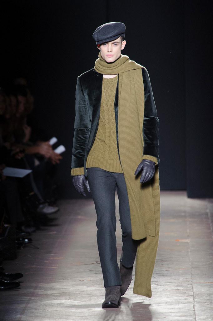 FW13 Milan Daks014_Philip Reimers(fashionising.com)