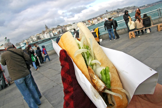 Famous mackerel sandwich in Eminonu, Istanbul, Turkey イスタンブール名物のサバサンド