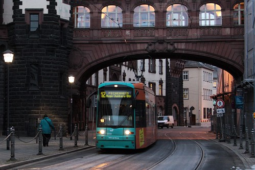 VGF S 233 passes under the Seufzerbrücke ('Bridge of Sighs') on Bethmannstraße