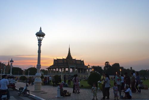 city sunset building architecture buildings asian asia cambodia southeastasia cityscape cambodian khmer sundown dusk palace phnompenh citycentre royalpalace southeastasian