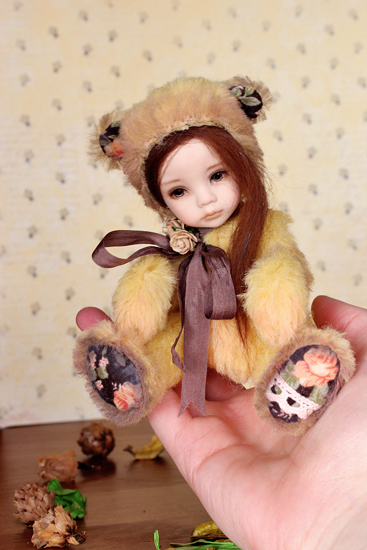Anouk, the little Russian bear girl