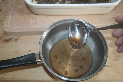 44 - Sauce abschöpfen / Skim off sauce