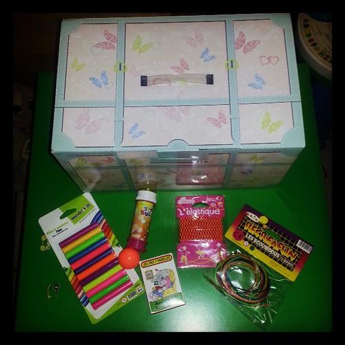 Demain je vous montre sur le blog une anniv box fille pour 15 euros pour une copine de ma grande.  #anniversaire #box #fille #girly