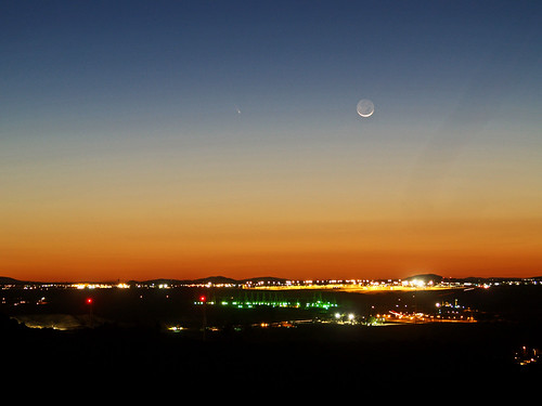 Comet PANNSTARS and the moon above Adelanto.
