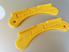 hand(0.0), tool(0.0), utility knife(0.0), yellow(1.0), number(1.0),