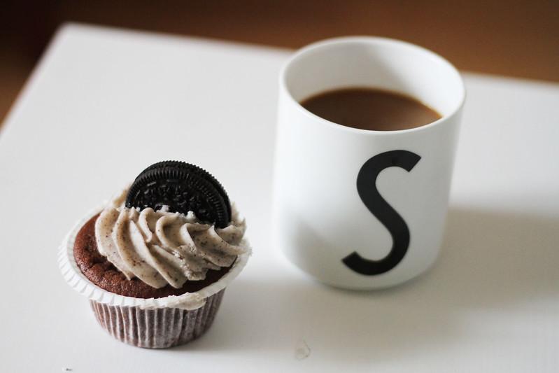 oreocupcake and coffee.