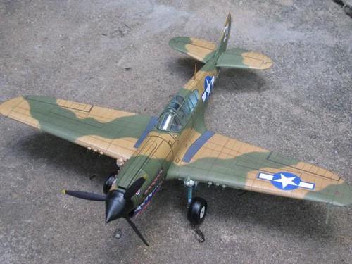 Một chiếc máy bay P-40M Curtiss Kittyhawk mô hình
