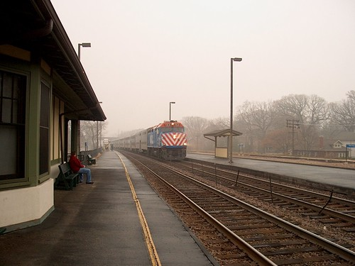 A westbound Metra express commuter train passig through the River Forest station.  River Forest Illinois.  November 2006. by Eddie from Chicago
