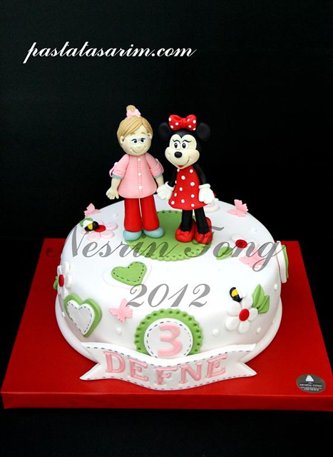 defne and minie mouse cake (Medium)
