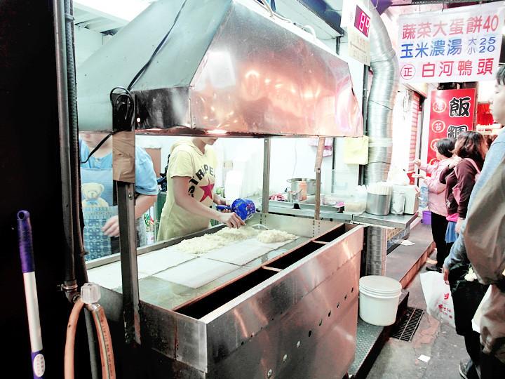 queuing for 蔬菜大蛋饼