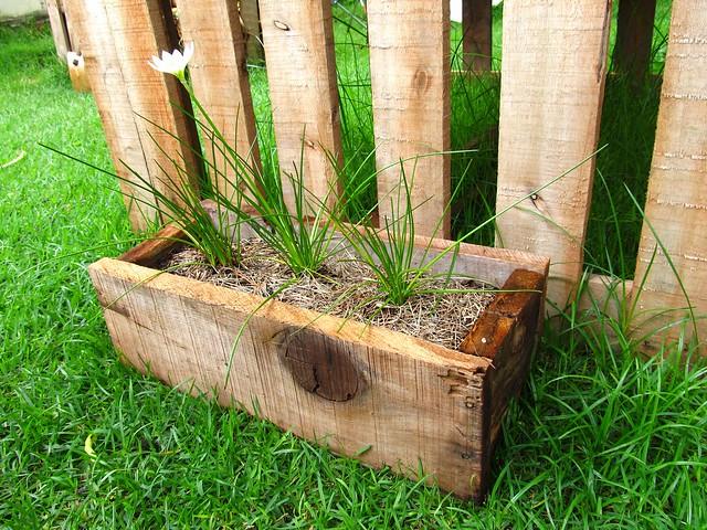 Reaproveitando madeira velha para fazer floreira