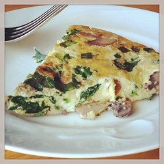 Mushroom and spinach frittata - perfect to reheat for breakfast. #eatlivebe
