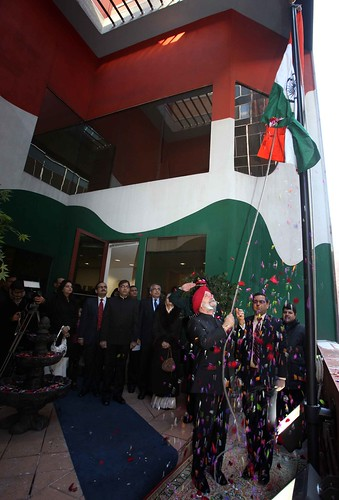 Ambassador Hardeep Singh Puri unfurling the tricolour at PMI ( 26 January 2013) by Chindits