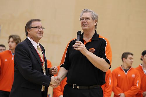 Cliff Neufeld shakes Ken Olynyks hand (Jan 31, 2013 Snucins)