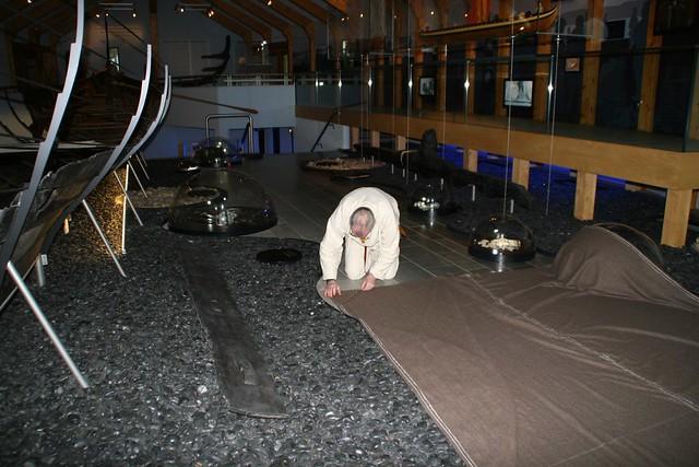 Nähaktion in der Schiffshalle - Wikinger Museum Haithabu WMH 16-02-2013