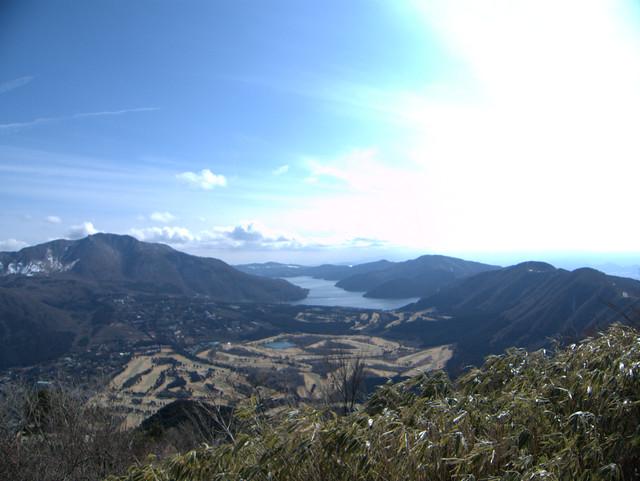 芦ノ湖を一望。気持ちのよいトレイル