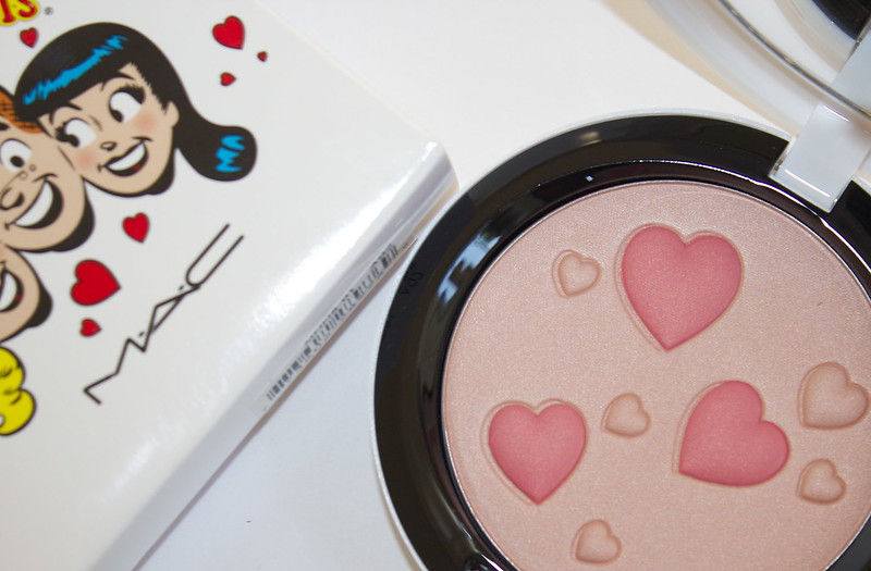 MAC Archie's Girls Flatter Me face powder