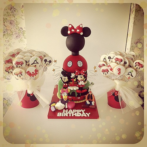 Happy Birthday Emine... #1stbirthday #1stbirthdaycake #minnie #minniemouse #minniemousecake #clubhousecake #mickeymouse #disney #waltdisney #disneycharacters #mickeycake #goofycake #daisycake #burcinbirdane #kidsbirthday