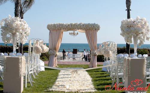 "Decorul sălii de la ""Wedding Lux"""