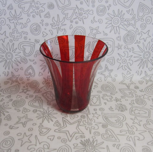 赤いストライプのグラス by Poran111
