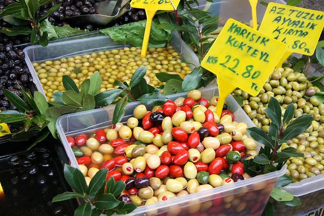 Pickles shop in the market, Kadikoy, Istanbul, Turkey カドゥキョイ、市場のピクルス屋さん